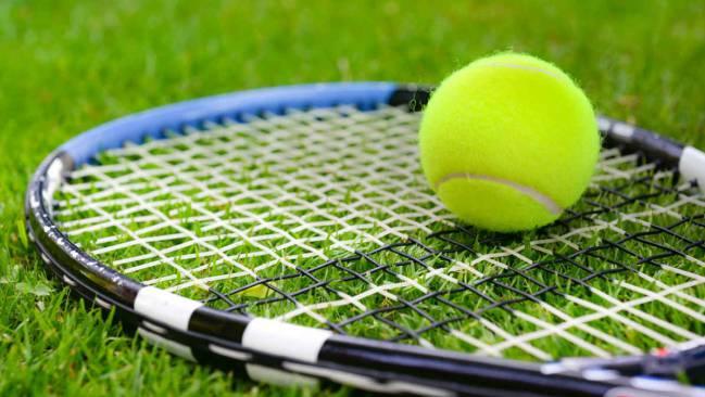 Cómo elegir la raqueta de tenis adecuada para principiantes